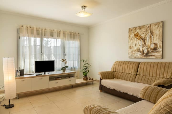 Holiday Home 'Duplex Pedroza' with Wi-Fi & Garden; Parking Available, Pets Allowed
