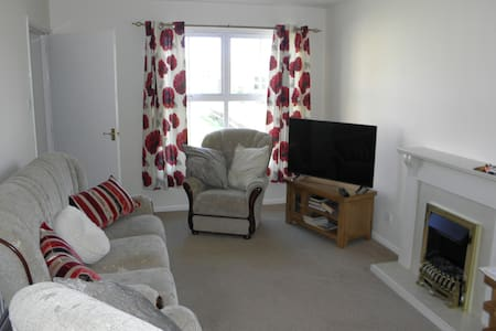 Sunny Cottage - new listing - cosy and comfortable - Nairn