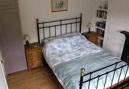 Cosy rooms and perfect touring base - St Hilary