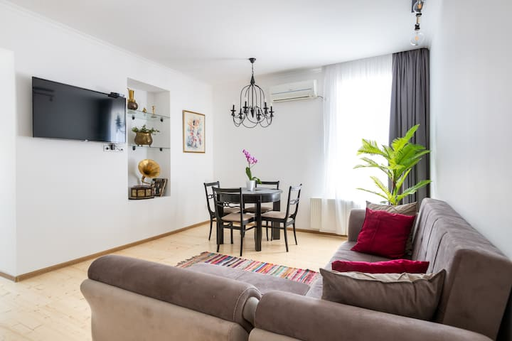 2 Bedroom Apartment behind Opera House
