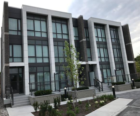Modernized 3-Floor Townhouse Across Yorkdale Mall