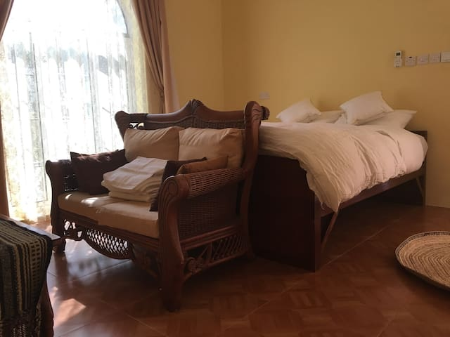 Chambre privee . Private bedroom - Alhail North - House