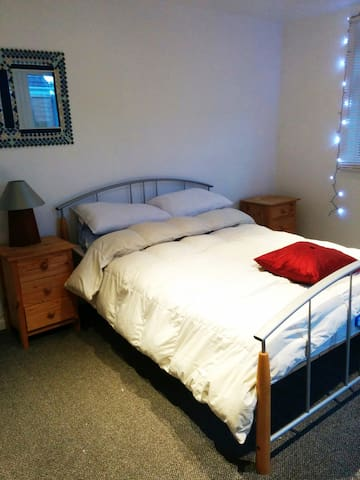 Double room in quiet village close to town - Earls Barton - Ház