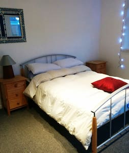 Double room in quiet village close to town - Earls Barton - 独立屋