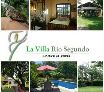La Villa Casa de Campo - อาลาจูเอลา - วิลล่า