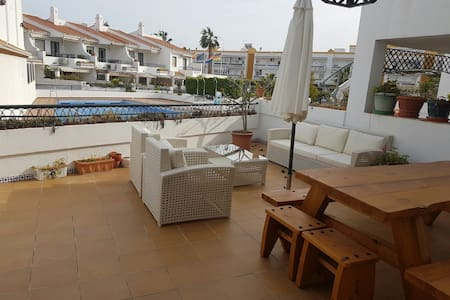 Moderna, reformada y con piscina en Caleta playa - Vélez-Málaga