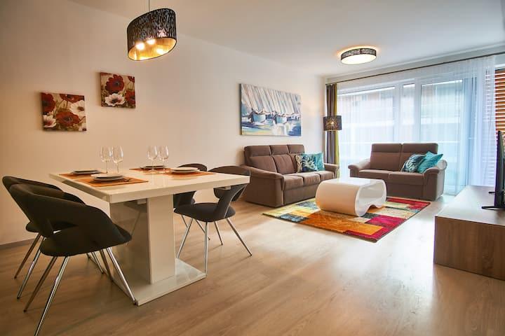 Azúr Apartments | privát strand | medence | 2