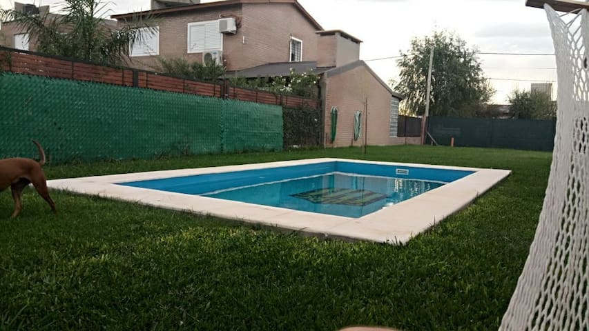"Casa ""Central"" con piscina, ideal temporada."