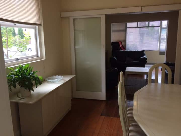 Safe,convenient area 12mins City, Chatswood by bus