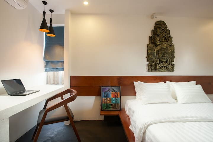 King Suite With Balcony, Free Pick Up & Bicycles