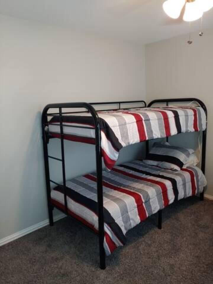 Hostel near Love Field-CoEd Rm 2 bottom bunkBed  7