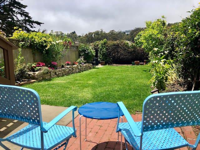 Getaway Garden Suite w/Private Entry+Parking/BART
