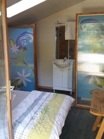 chambre et sdb privative a 10 minutes des plages