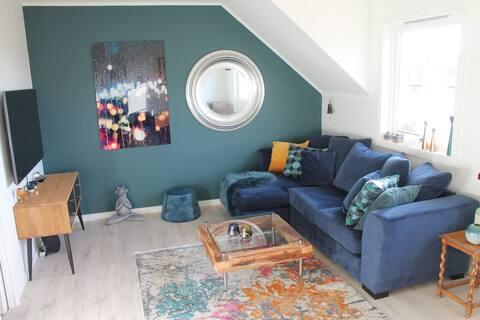 Koselig, moderne leilighet med veranda og garasje!