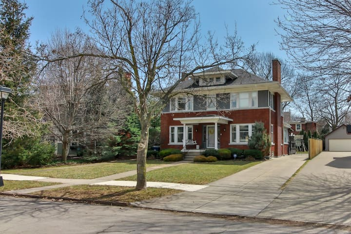 Private Home & Yard, Central A/C, Walk to Anything