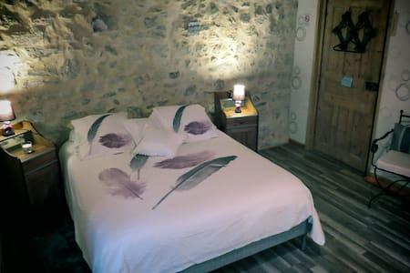 """Chambre d'hôte """"les granges de fay"""" - Peyrieu"""