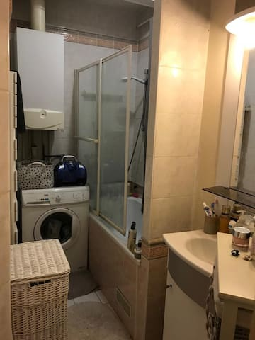 Bathroom/ with washer dryer
