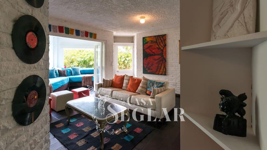 Living room.  Sala principal.