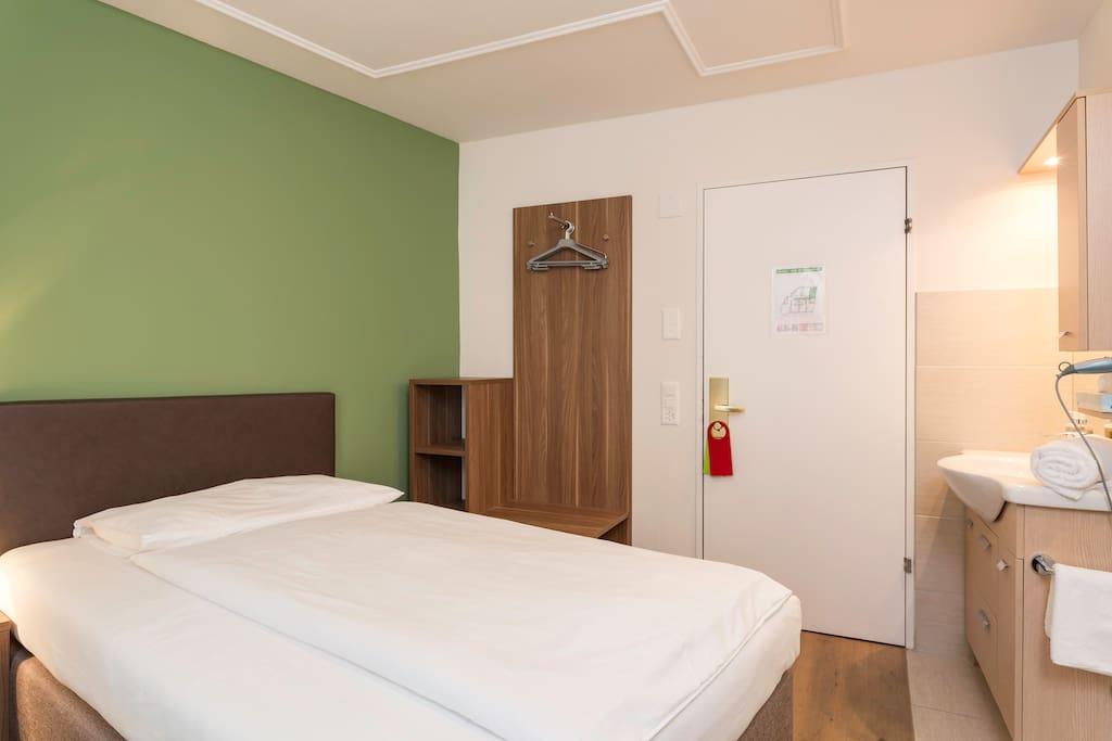 Platzhirsch bed breakfast chambres d 39 h tes louer for Chambre d hote suisse