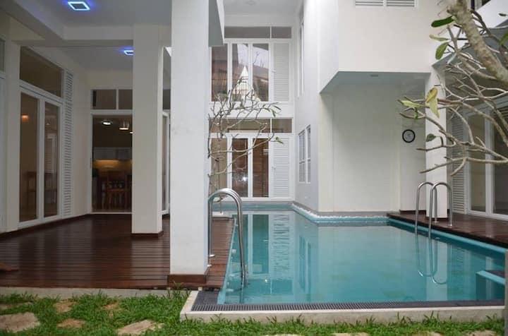 Anchorage Villa(11P) With 5 Luxury AC rooms