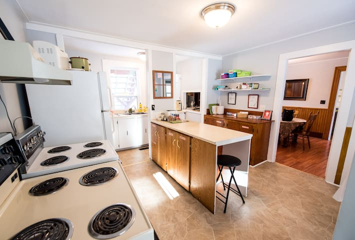 shared kitchen & dining room