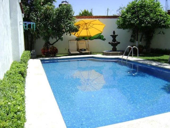 Casa limpia y Alberca con panel solar en Cuautla M