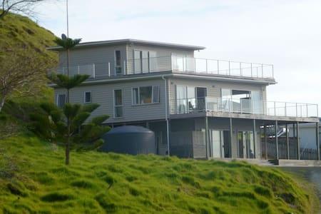 Ahipara 3 level beautiful beach house - Ahipara