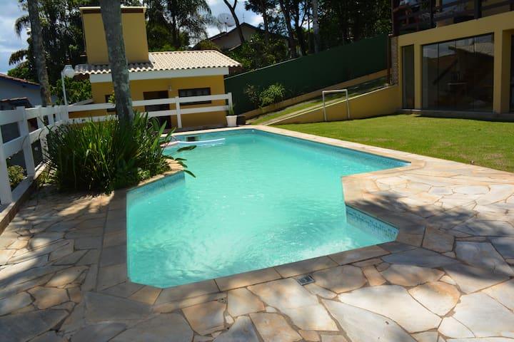 Casa de campo em condomínio para relaxar! - Recanto Alpina - Cabana