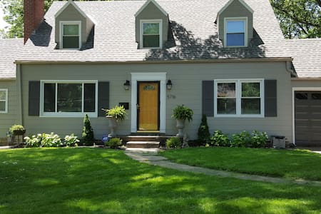 Charming Cape Cod, Central Location - Roeland Park - Haus