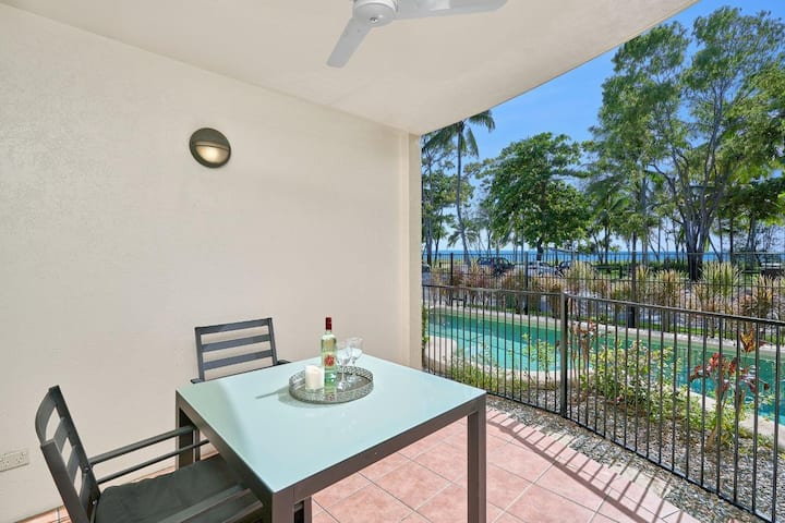 Ocean Sands beachfront apartment. Pool and aircon.