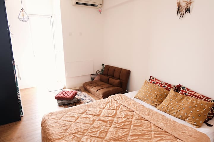 Boho Chic Studio only steps from center of Jakarta