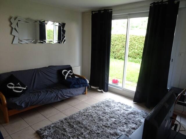 Canapé lit dans bel appartement proche centre vill - Pontarlier - Appartement
