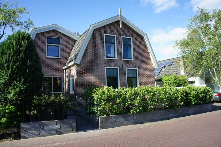 Near beach+historic city, typical Dutch home