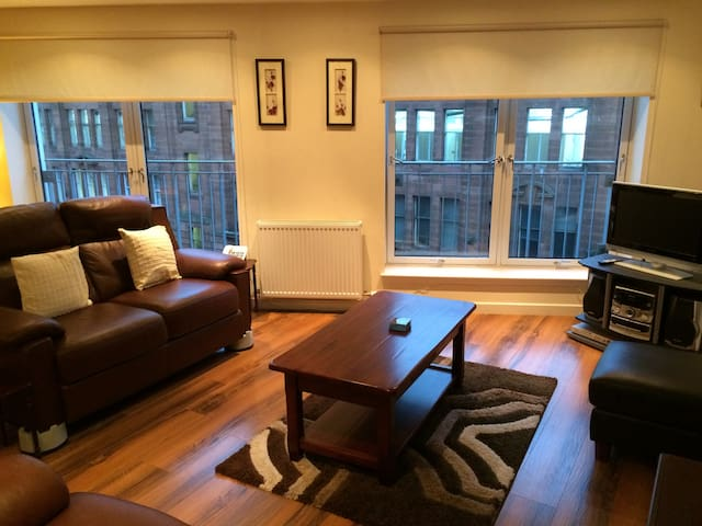 Glasgow Merchant City 1 bedroom spacious apartment