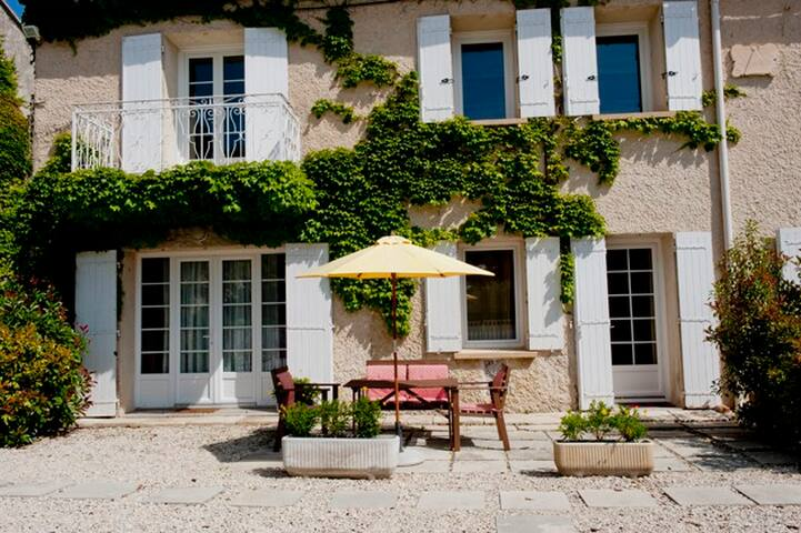 Le 111 two - Saint-Saturnin-lès-Avignon - Apartment