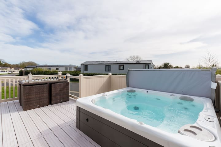 Thumper Lodge - Luxury lodge with Hot Tub