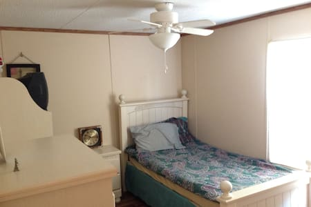 Nice, Clean, New: Bath and Room - West Columbia - Dom