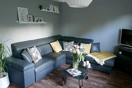 Cozy apartment close to city & nature - Strassen