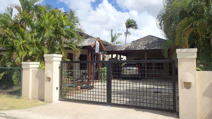 Barbados Guest Loft Home in Old Plantation Area