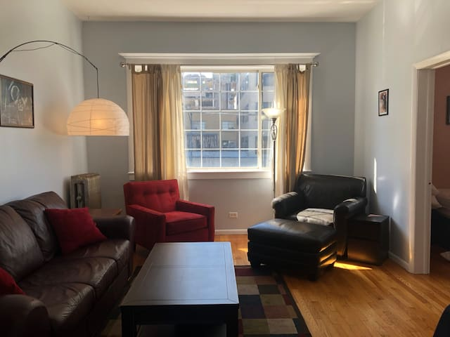 2BR with 3 C's (Cozy, Comfy, & Clean) in Hot 'Hood