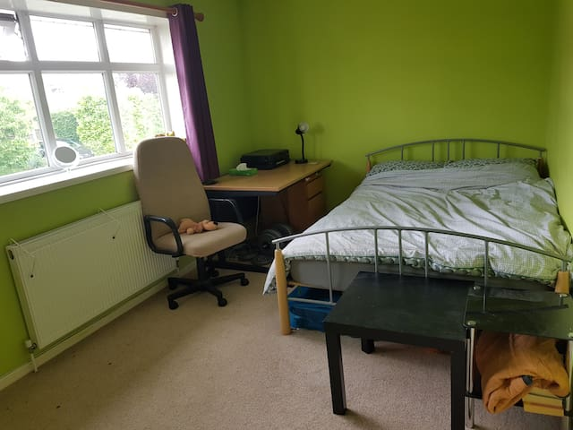 Large light double bedroom,  quiet garden, parking