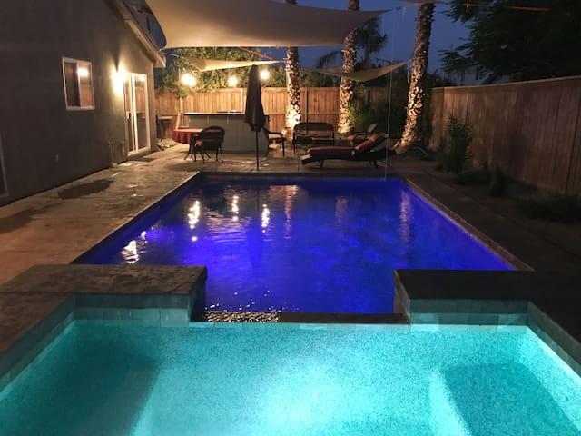 Desert Jewel #2- 4 Bedroom/2 bath/Pool/Spa