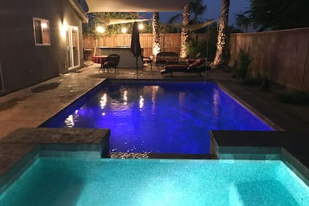 Desert Jewel #2- 4 Bedroom/2 bath/Pool/Spa