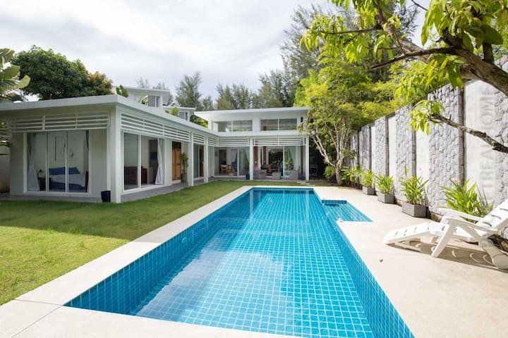 Cozy 4 bedroom Villa just 600 m from the beach