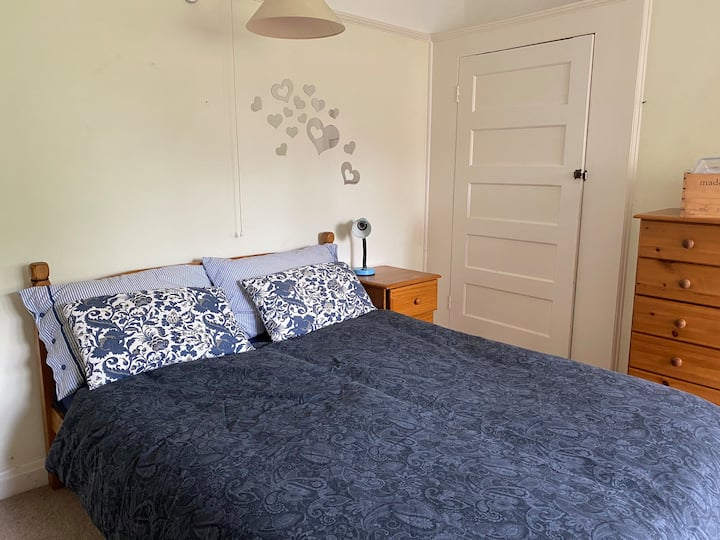 Spacious double bedroom in London