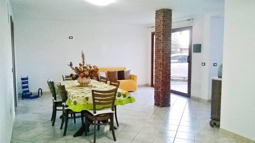 Ampio Appartamento - 6 posti letto - 2 bagni - Case Peschiera-lu Fraili - Apartmen