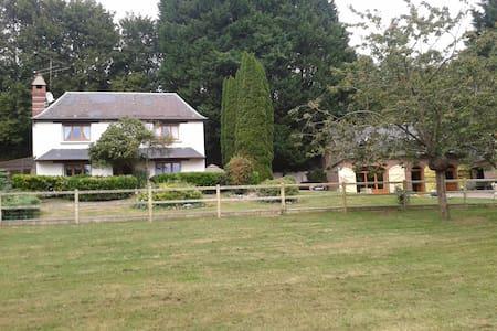 Belle Maison Arborée - Livarot