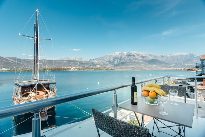 BEACHFRONT - Studio for couples with private beach - Tivat - Pis