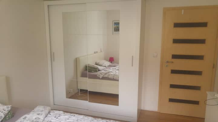Private apartment 50m2, near the subway Strasnicka
