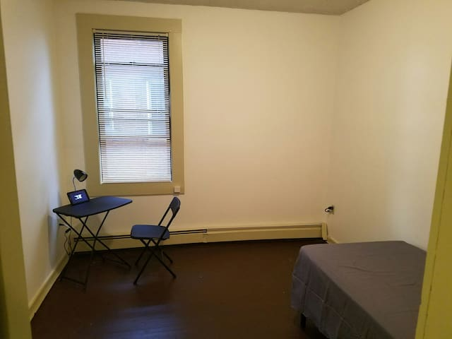 Single Room Near Downtown - Hartford - Apartment